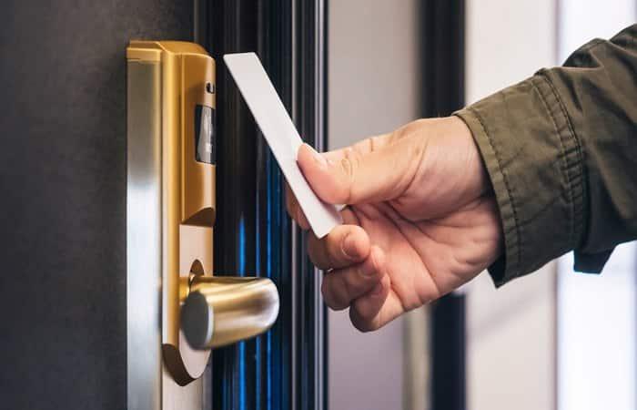 انواع قفل درب ها در هوشمند سازی هتل